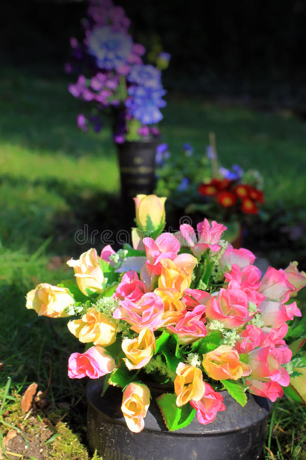 Gravesideblommor royaltyfri foto