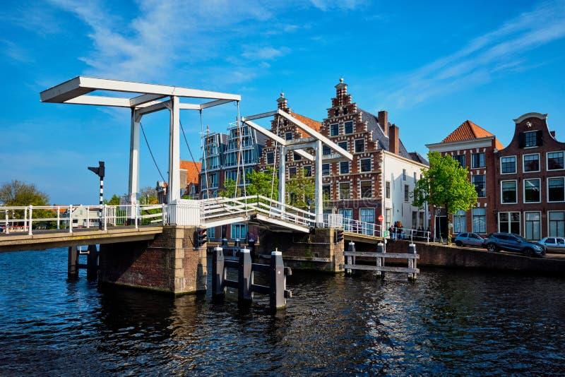 Gravestenenbrug-Brücke in Haarlem, die Niederlande stockfotografie