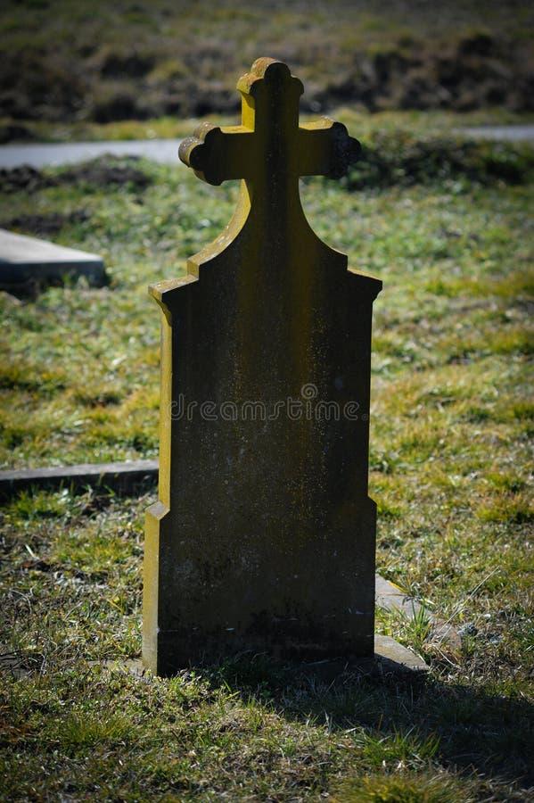 Download Gravestone стоковое изображение. изображение насчитывающей трава - 41658543