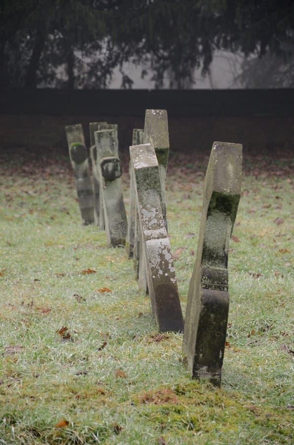 gravestones старые стоковые фотографии rf