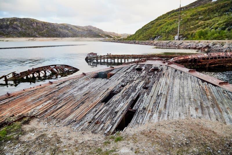 Graveyard van oude schepen in Teriberka in Rusland royalty-vrije stock fotografie