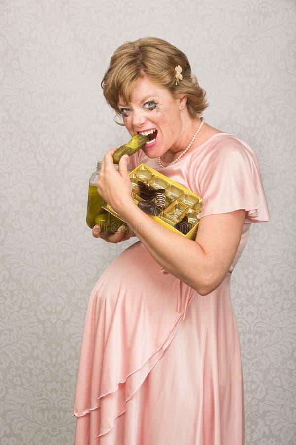 Gravid dam med matbegär royaltyfria bilder