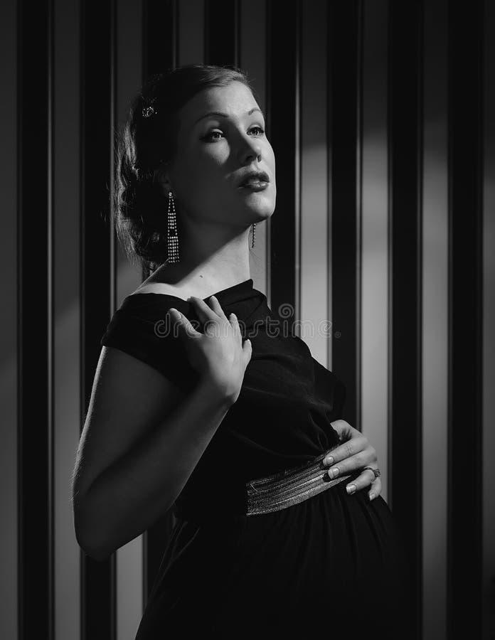 Gravid Hollywood kvinna royaltyfri bild