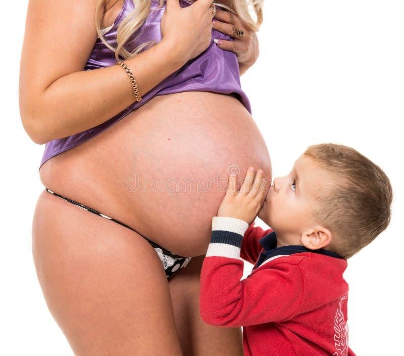 Gravid kvinna med sonen royaltyfria foton