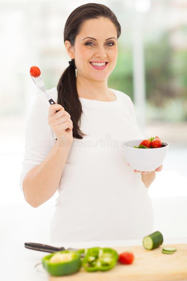 Gravid kvinnagrönsak royaltyfria foton