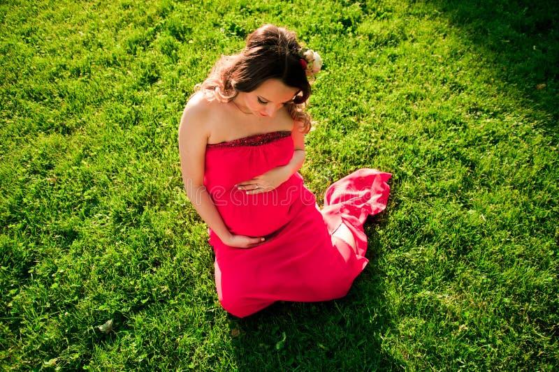 gravid nätt kvinna fotografering för bildbyråer