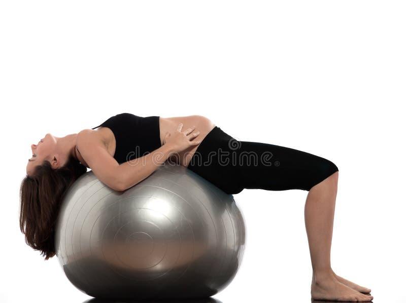 gravid sträckande kvinna för övning arkivbilder