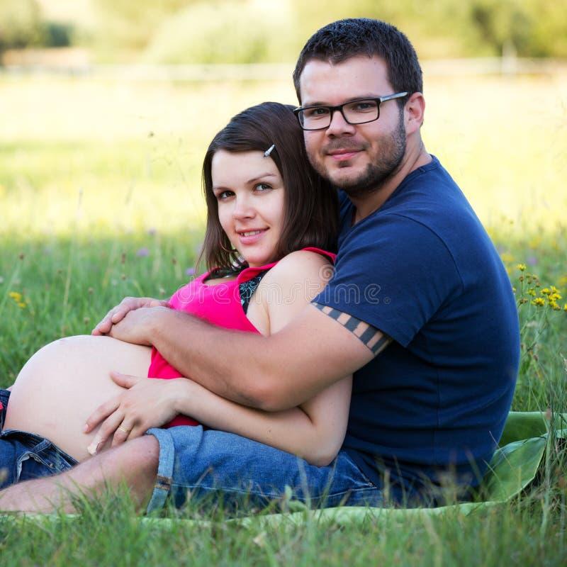 gravida par arkivfoton