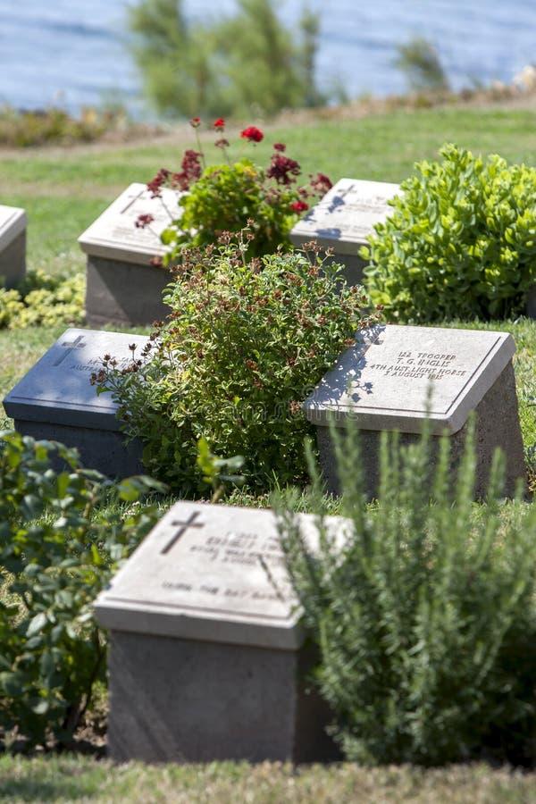 Gravstenar på strandkyrkogården på Gallipoli royaltyfria bilder