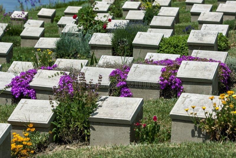 Gravstenar på strandkyrkogården på Gallipoli royaltyfri foto
