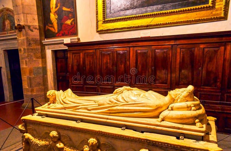 Gravstenen av Ilaria del Carretto i den Lucca domkyrkan, Italien arkivfoton