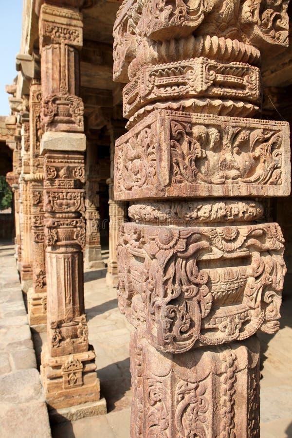 Gravures van de Qutb de complexe steen, Delhi stock foto's