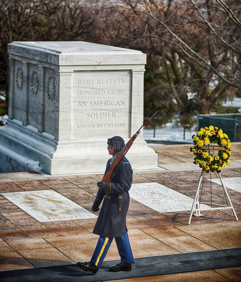 Gravvalv av den okända soldaten Honor Guard arkivfoton