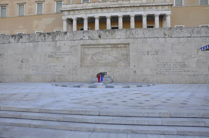 Gravvalv av den okända soldaten på parlamenthuset från Syntagma av Aten i Grekland royaltyfri foto