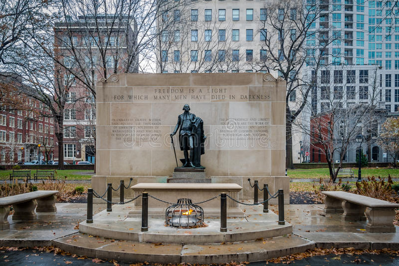 Gravvalv av den okända soldaten på Washington Square - Philadelphia, Pennsylvania, USA royaltyfria bilder