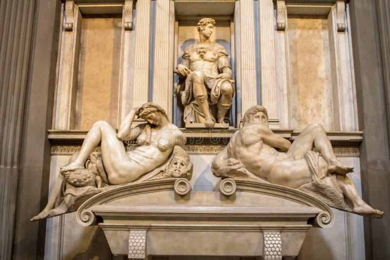 Gravvalv av ` för för Giuliano de Medici och skulptur`-natt och dag, arkivfoto