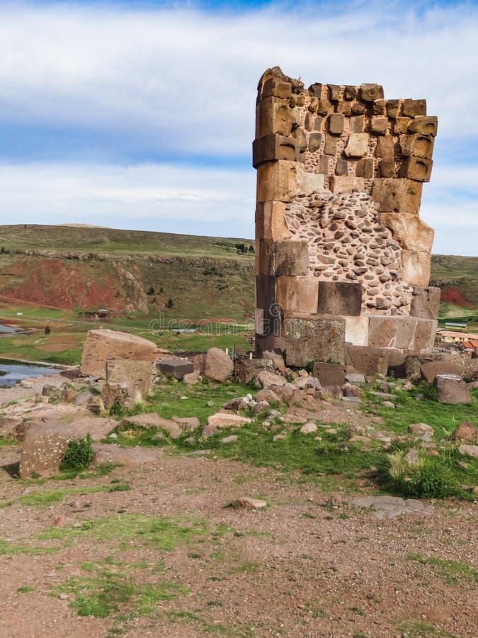 Gravvalv av sillustanien nära titicacasjön i Peru royaltyfria bilder