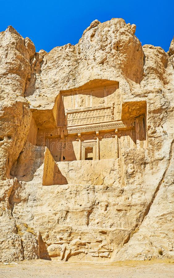 Gravvalvet vaggar in, Naqsh-e Rustam den arkeologiska platsen, Iran royaltyfria foton