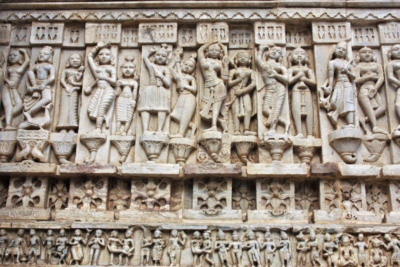 Grawerująca grafika w kamieniu w antycznej hinduskiej świątyni w Udaipur India obraz royalty free