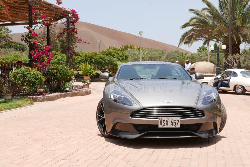 Gray Aston Martin Vanquish bij zuiden van Lima stock foto