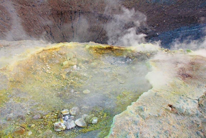 Gray Hydrogen Volcano och Volcano Craters på den Vulcano ön, Lipari, Italien Solnedgång gas, svavel, giftiga par, avdunstning fotografering för bildbyråer