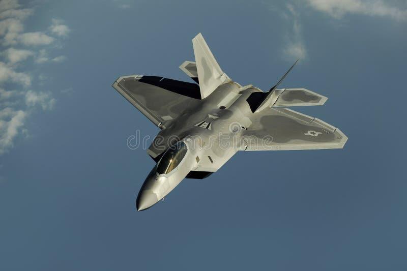 Gray Jet Flying Through el cielo durante d3ia fotografía de archivo libre de regalías