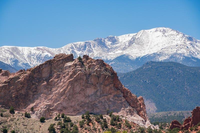 Gray Rock e montanha da neve do jardim famoso dos deuses imagens de stock royalty free