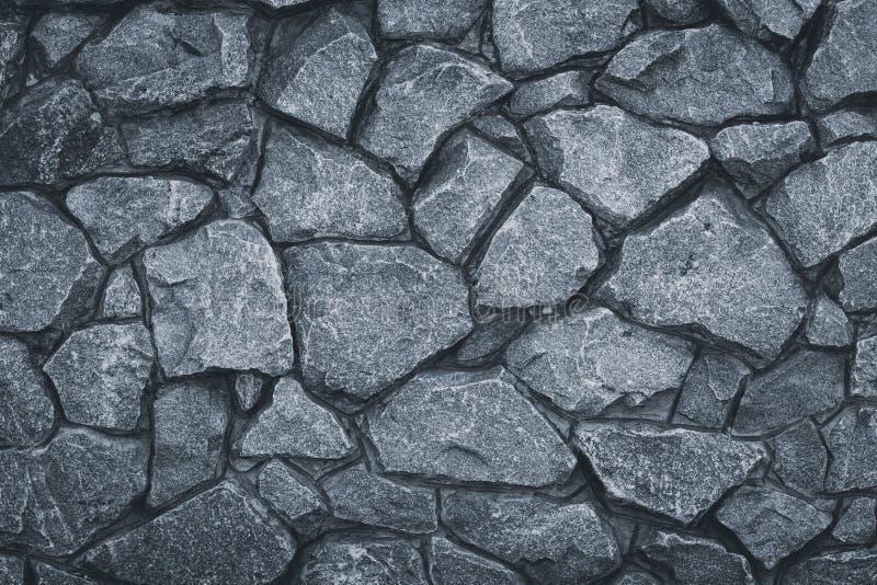 Gray Stone Wall Texture Grå färger vaggar modellen Stenig väg för Grunge Texturerad granit, stads- arkitektur Yttersida av murver royaltyfria foton