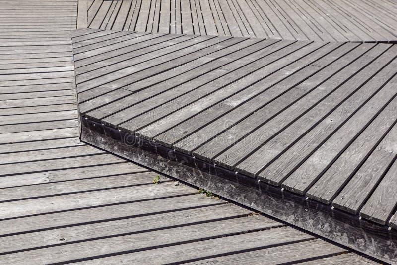 Gray Weathered Wood Deck Planks gångbanamoment royaltyfria foton