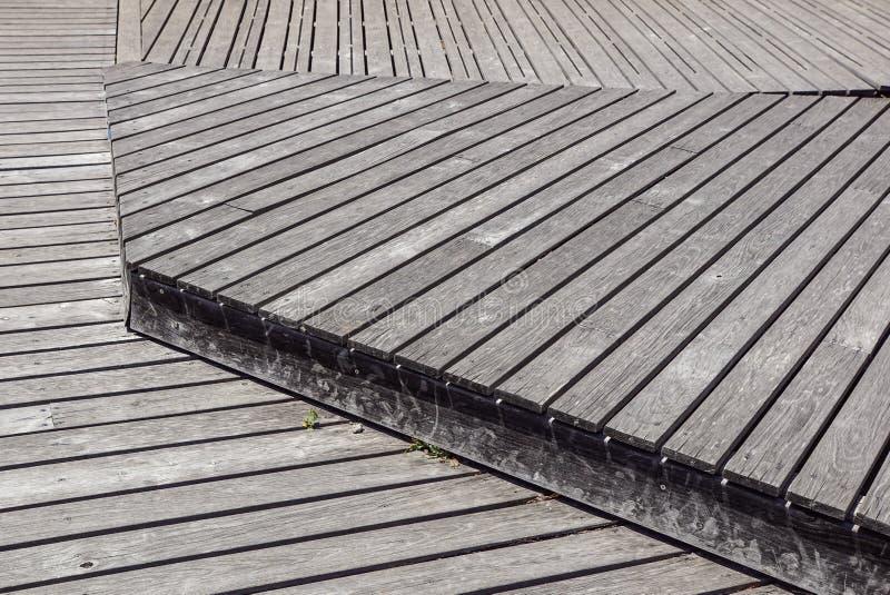 Gray Weathered Wood Deck Planks gångbanamoment royaltyfri bild