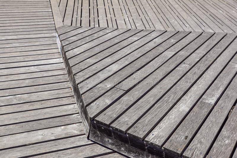 Gray Weathered Wood Deck Planks gångbanamoment royaltyfria bilder