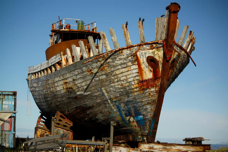 Gray White And Brown Wrecked Ship Free Public Domain Cc0 Image