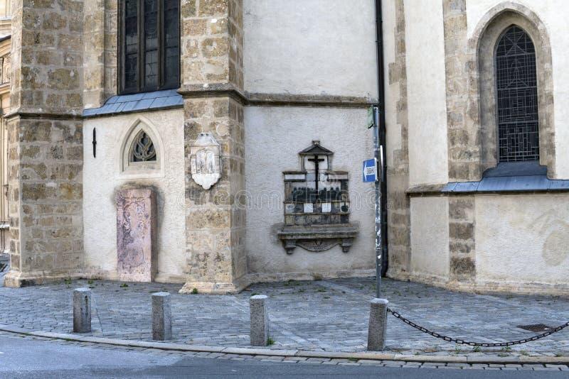 Graz _ Sikt av freskomålningen på fasaden av kyrkan av St Catherine arkivbild