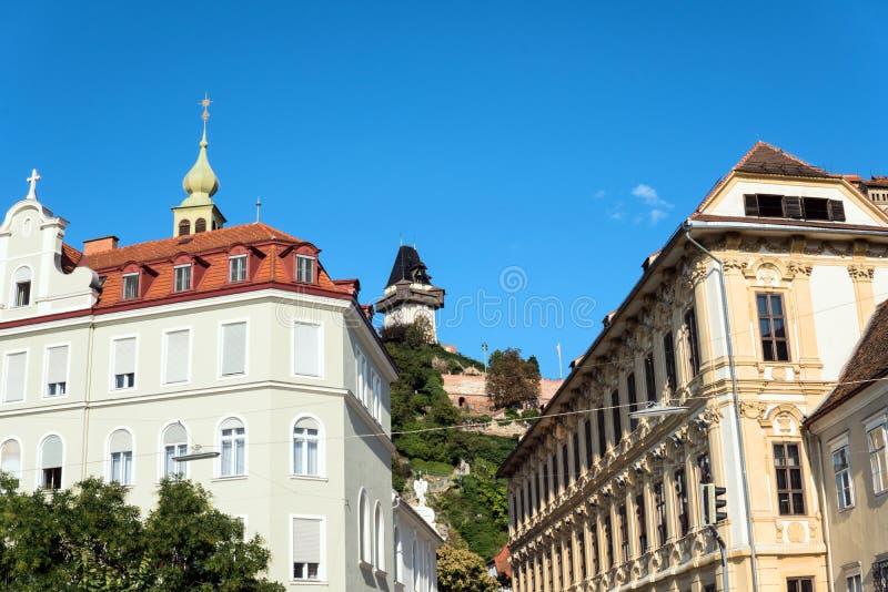 _ Graz Trappa som leder till den högsta punkten av den ledande kullen Schlossber för stadstrappuppgång arkivfoto