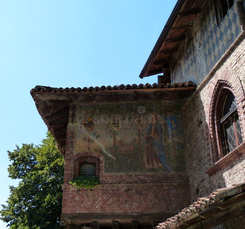 Grazzano Visconti, ricostruzione di un villaggio medievale, entrata libera, nella provincia di Piacenza, l'Italia fotografia stock libera da diritti