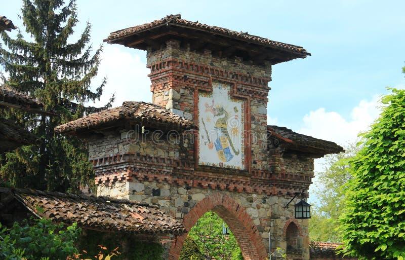 Grazzano Visconti, un pueblo medieval en Italia septentrional fotos de archivo libres de regalías