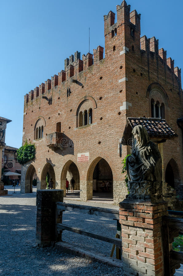 Grazzano Visconti urząd miasta obrazy stock