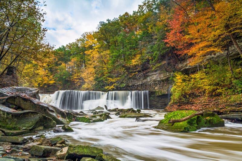 Great Falls met Grote Kleur stock afbeeldingen