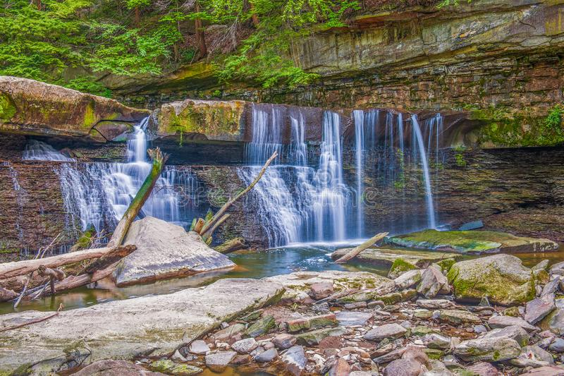 Great Falls van Blikslagerskreek Viaductpark bedford ohio De V.S. royalty-vrije stock afbeelding