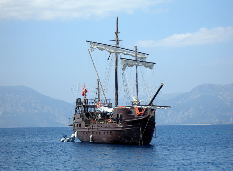 Download Great Pirat Ship In Sea (in Tu Stock Image - Image of attraction, sail: 3071905