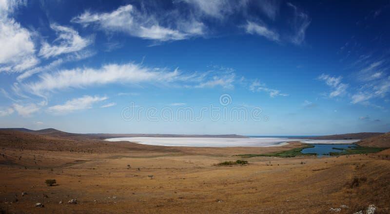 Great Salt Lake onder blauwe hemel royalty-vrije stock afbeelding