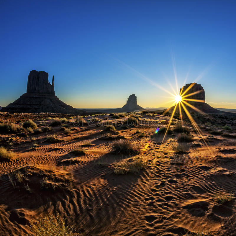 Free Great Sunrise At Monument Valley Royalty Free Stock Image - 31148916