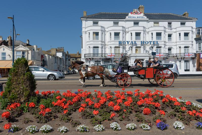 GREAT YARMOUTH, ROYAUME-UNI - 14 JUILLET 2018 - cheval et chariot images stock