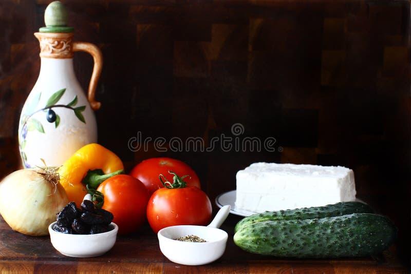 Greccy sałatkowi składniki, horiatiki salata fotografia royalty free