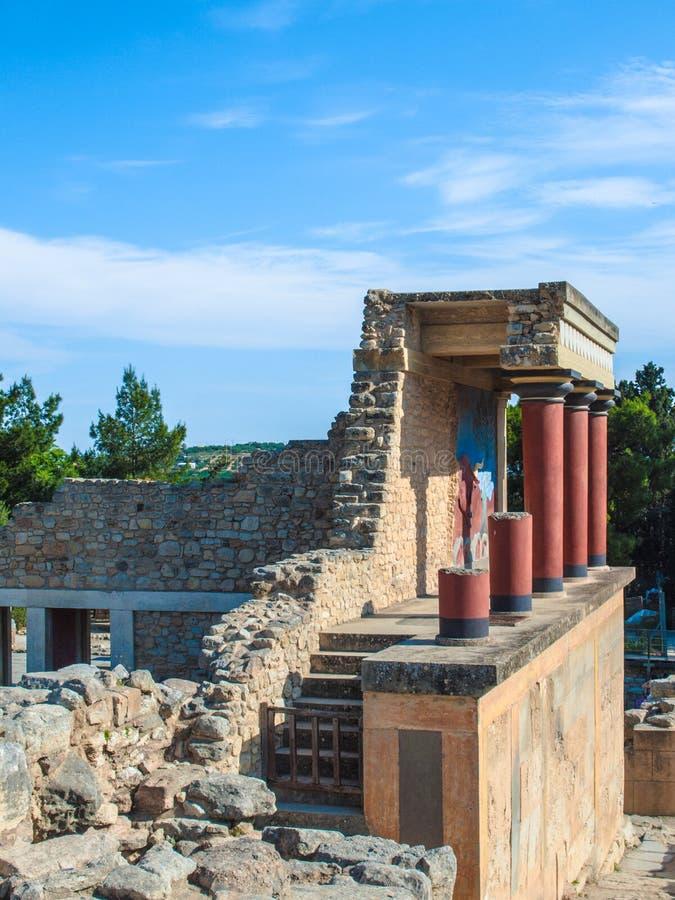 Grecia, Creta, vista lateral, fechas verticales, de Knossos del palacio a partir de 1900 A.C., arquitectónico y arqueológico siti fotografía de archivo libre de regalías