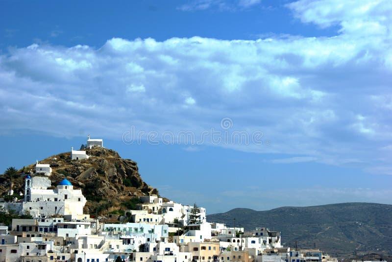 Grecia el pueblo Capillas en una ladera imagen de archivo libre de regalías