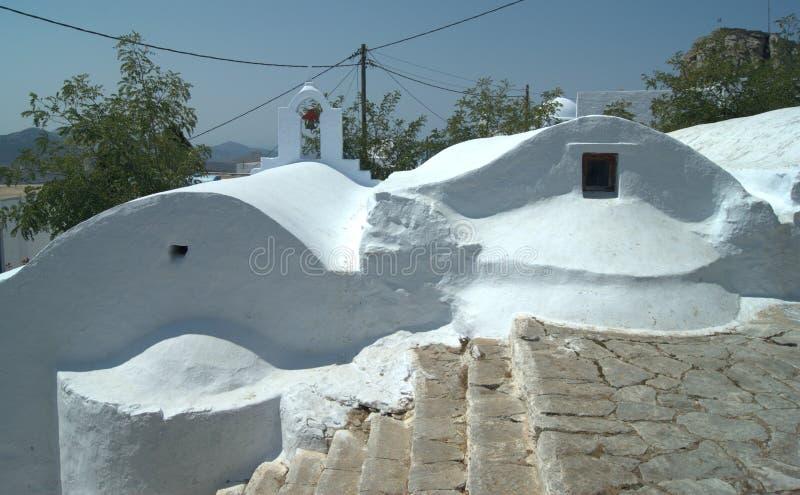 Grecia, la isla de Amorgos Dos capillas y una escalera imágenes de archivo libres de regalías