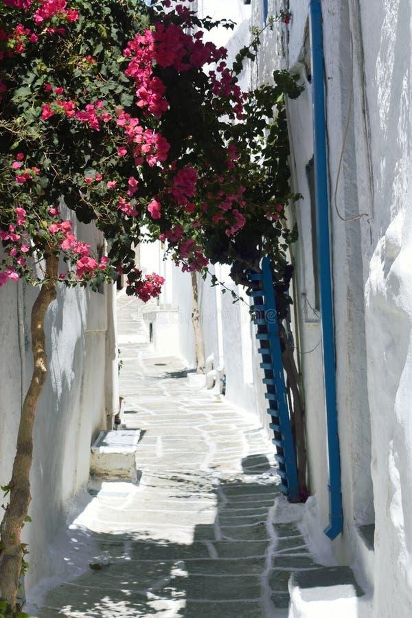 Grecia, la isla del IOS La aldea vieja Un callej?n estrecho fotos de archivo