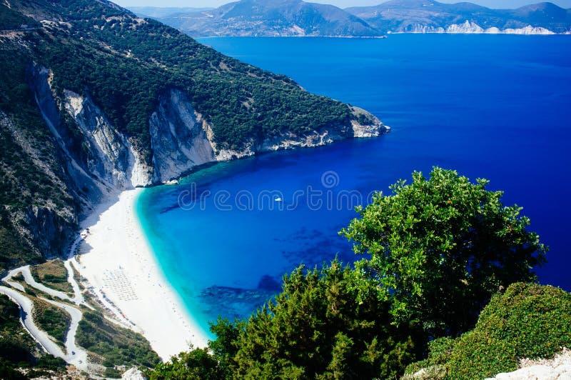 Grecia - playa de Kefalonia - de Myrtos desde arriba de 2 fotos de archivo