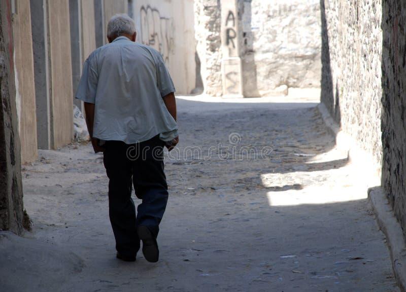 Grecja, chodzący stary człowiek zdjęcie stock